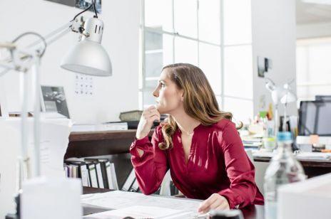 Kobiety wciąż zarabiają mniej od mężczyzn. Jak wywalczyć podwyżkę w 2019 roku? [OKIEM EKSPERTA]