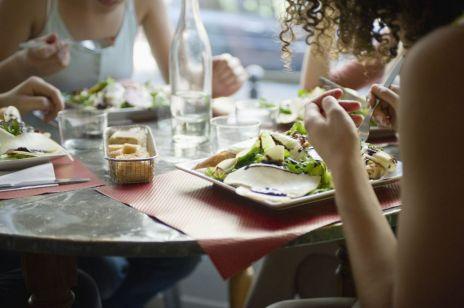 Odchudzanie: ostatni posiłek najpóźniej 2 godziny przed snem? Nic bardziej mylnego!