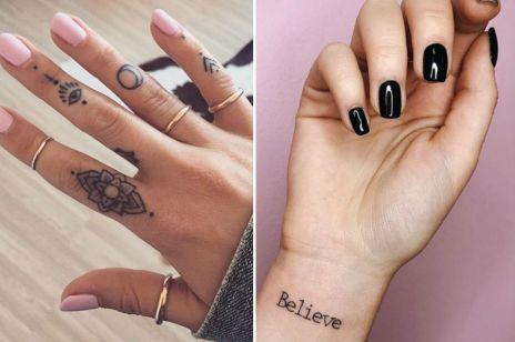 Tatuaże na palcach i nadgarstku