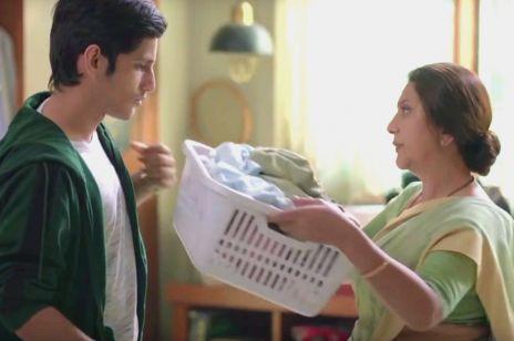 Ta reklama zachęca matki, by wpajały synom domowe obowiązki. To trzeba obejrzeć!