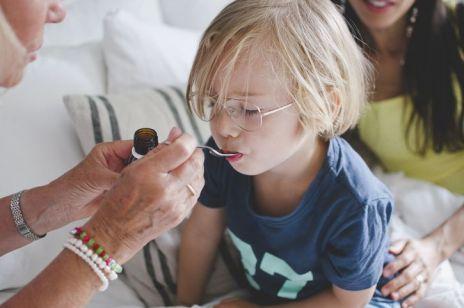 Popularne syropy na kaszel dla dzieci wstrzymane w obrocie