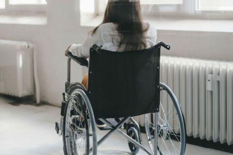 """""""Sama nie będę pani wkładać na fotel"""" – gabinety ginekologiczne to piekło dla niepełnosprawnych kobiet"""