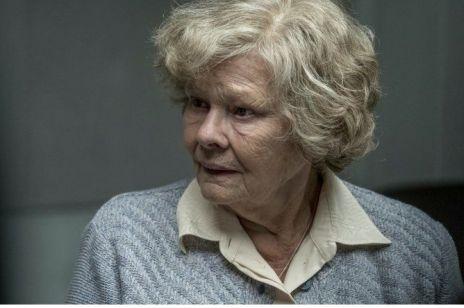 """Wspaniała Judi Dench w ekranizacji bestsellera """"Tajemnice Joan"""". Mamy zwiastun filmu"""