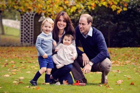 Księżna Kate i książę William z dziećmi - nowy, uroczy portret rodziny królewskiej
