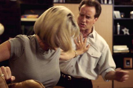 Policja wyrzuci sprawcę przemocy domowej z mieszkania: nowe przepisy