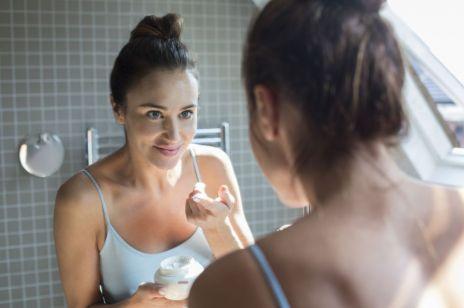 Kosmetyki z kwasem hialuronowym - czy warto je używać?