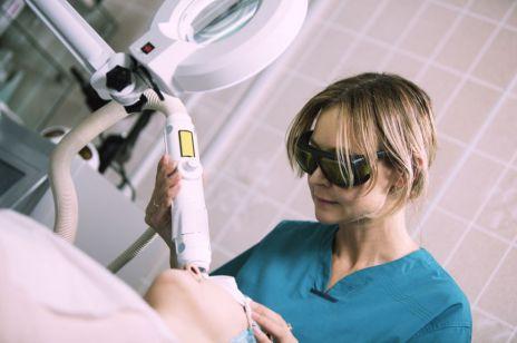 Laser frakcyjny: usuwanie blizn, zmarszczek. Czy to boli?