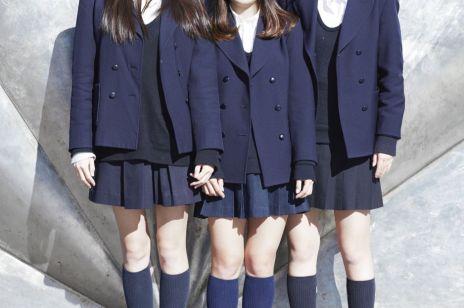 """Dlaczego dziewczynki w brytyjskich szkołach nie mogą nosić spódnic, czyli """"awantura o mundurek"""""""