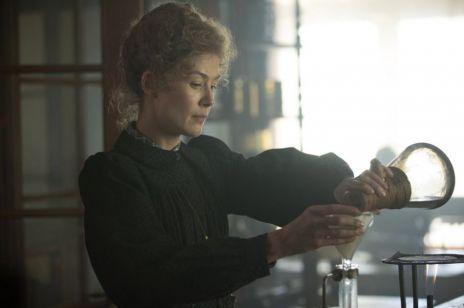 """Tak będzie wyglądała Maria Skłodowska - Curie w nowym filmie """"Radioactive"""""""