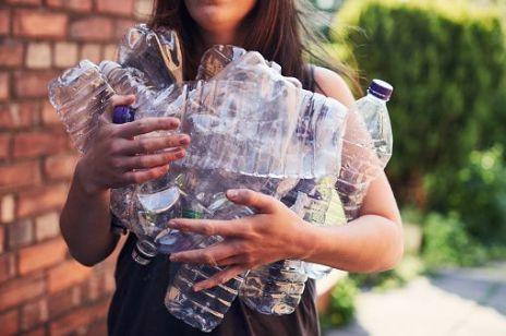 Warszawa wprowadza genialne rozwiązanie: butelkomaty, które rozdają bilety do kina!