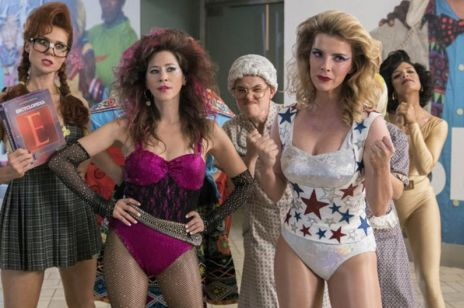 """Netflix na sierpień 2019: """"Glow"""", """"Mindhunter"""" """"Derry Girls"""" i inne premiery na które czekacie"""