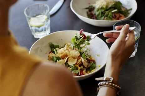 Dieta przy zaburzeniach tarczycy – na co powinny uważać kobiety? [DIETETYK RADZI]
