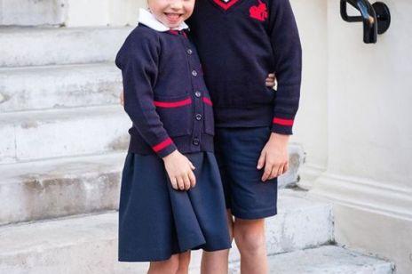 Księżniczka Charlotte i książę George na oficjalnym zdjęciu z pierwszego dnia szkoły