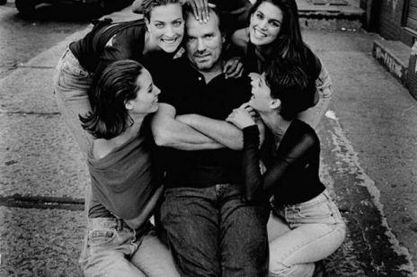 """Nie żyje słynny fotograf mody Peter Lindbergh. Jego kultowe zdjęcie dla """"Vogue"""" przeszło do historii"""