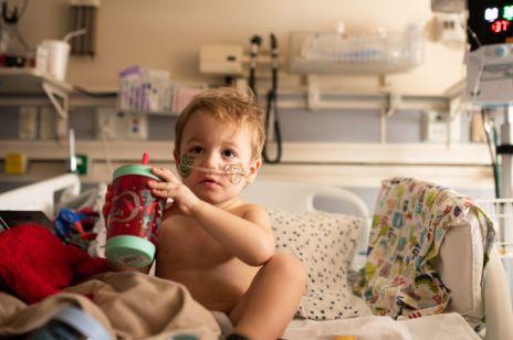 Przeszczepiono mięśnie z uda do brzucha - czym objawiał się zespół suszonej śliwki u dziecka?