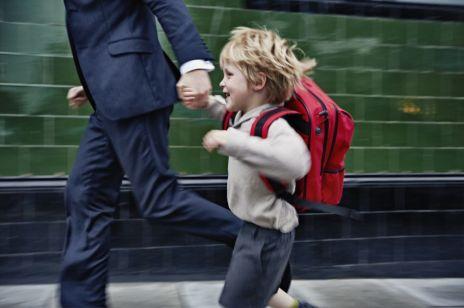 Za spacer z dzieckiem po chodniku grozi ci mandat nawet do 5 tysięcy złotych. Jak go uniknąć?