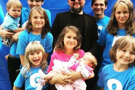 Znany muzyk ma 11 dzieci: po wprowadzeniu programu 500 plus zetknął się z falą hejtu