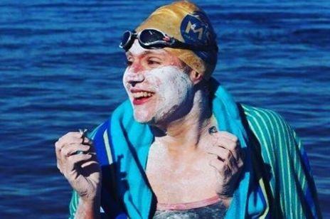 Najpierw pokonała raka, teraz jako pierwsza przepłynęła czterokrotnie kanał La Manche