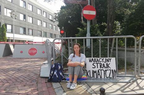 13-latka protestuje pod sejmem przeciwko bierności polityków w sprawie ochrony klimatu