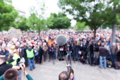 """Dziś odbędzie się protest pod Sejmem: co oznacza """"jesień średniowiecza""""?"""