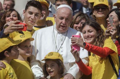 """Papież Franciszek: """"Seks jest darem od Boga. Potrzebna jest edukacja seksualna dla dzieci"""""""
