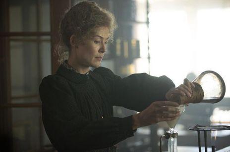 "Rosamund Pike jako Maria Skłodowska-Curie. Mamy zwiastun ""Radioactive""!"
