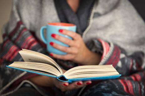 Książki na jesienne wieczory: TOP 10 pozycji, które bez reszty was pochłoną
