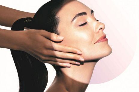 Dzięki niemu kremy przeciwzmarszczkowe działają skuteczniej! Co to jest skin booster – i jak go stosować?