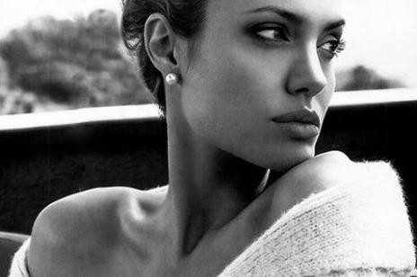 """Angelina Jolie nago na okładce magazynu: aktorka opowiedziała o """"niewidzialnych bliznach"""""""