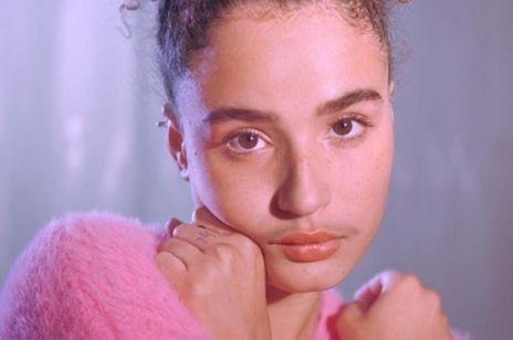 Marka Billie w kampanii promującej kobiecy wąsik
