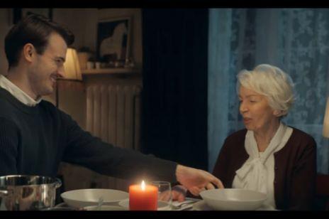 """Świąteczna reklama IKEA """"święta wśród ludzi, nie wśród mebli"""""""