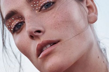 Proste rady makijażowe na Sylwestra dla kobiet, które nie potrafią się malować