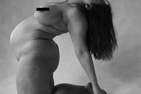 Ashley Graham nago. Ciążowe zdjęcie modelki wywołało poruszenie