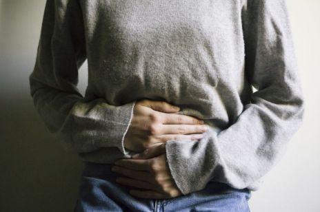Modelka chora na endometriozę pokazała jak wyglądałaby choroba gdyby była widoczna: te zdjęcia szokują
