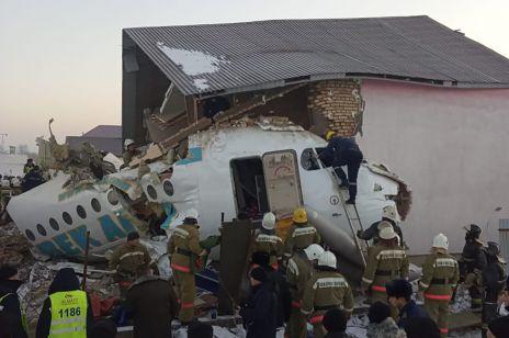 Kazachstan katastrofa samolotu: policjant uratował niemowlę