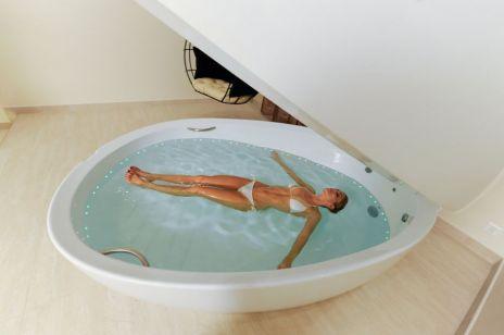 Floating – czyli kąpiel w stanie nieważkości. Ten zabieg SPA będzie hitem 2020 roku!