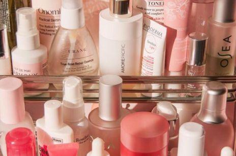 Tych kosmetyków nie powinnaś ze sobą łączyć – chyba, że chcesz zrujnować cerę!