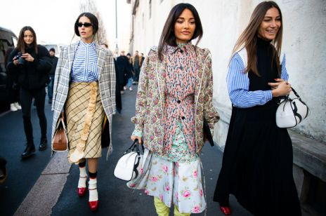 Modne sukienki z wzorami vintage: moda trendy 2020