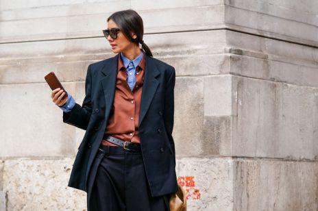 Trendy na wiosnę niebieska koszula oxford trendy moda 2020