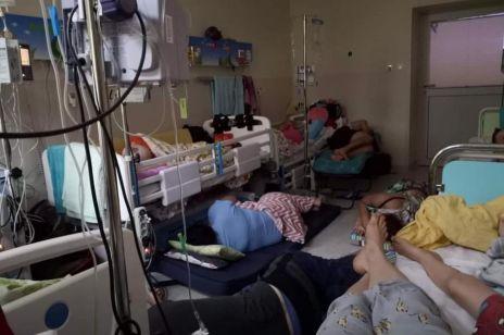 W takich warunkach leczone są dzieci na oddziałach onkologicznych: to zdjęcie chwyta za serce
