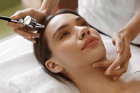 """Infuzja tlenowa na twarz – ten zabieg gwarantuje efekt """"wypoczętej skóry"""""""