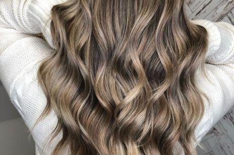 Twoje włosy naturalnie się falują? Wiemy, jak to sprawdzić!