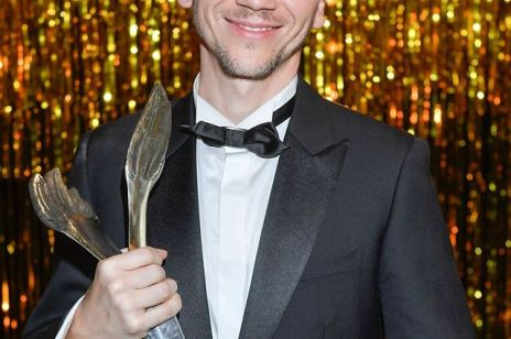 Jan Komasa ze statuetką Orła 2020 dla Najlepszego reżysera