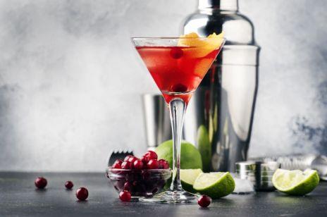 Cosmopolitan drink - jak go zrobić? Podpowiadamy najlepsze przepisy na cosmopolitan drink