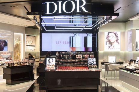 Żel antybakteryjny zamiast perfum: właściciel marek Louis Vuitton i Dior tak wspiera walkę z koronawirusem we Francji