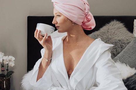 Sauna na włosy w domu: jak zrobić ten nawilżający zabieg we własnej łazience