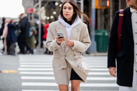Moda trendy wiosna 2020: bluza z kapturem (lub bez)