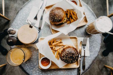 Niezdrowe jedzenie: na co tak naprawdę musimy uważać?