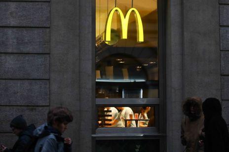 """Nękanie i próby gwałtu w McDonald's? """"Molestowanie seksualne przenika tam najwyższe stanowiska w zarządzie korporacyjnym"""""""
