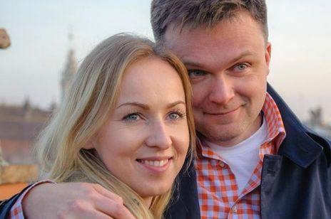 """Szymon Hołownia broni żonę przed hejtem:""""Możecie mnie nazywać zakutym łbem katolickim, ale moją rodzinę zostawcie w spokoju""""."""